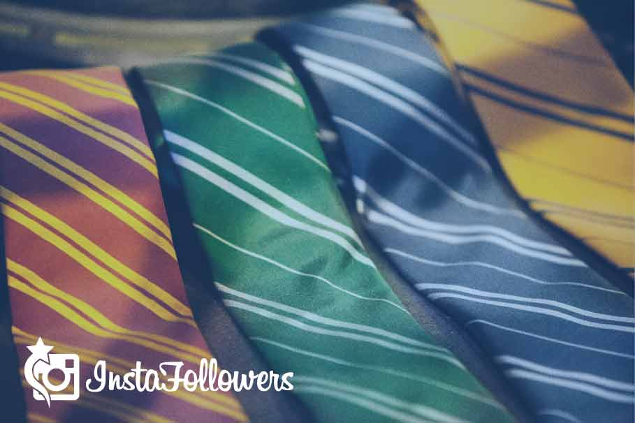Tie a Four in Hand Knot